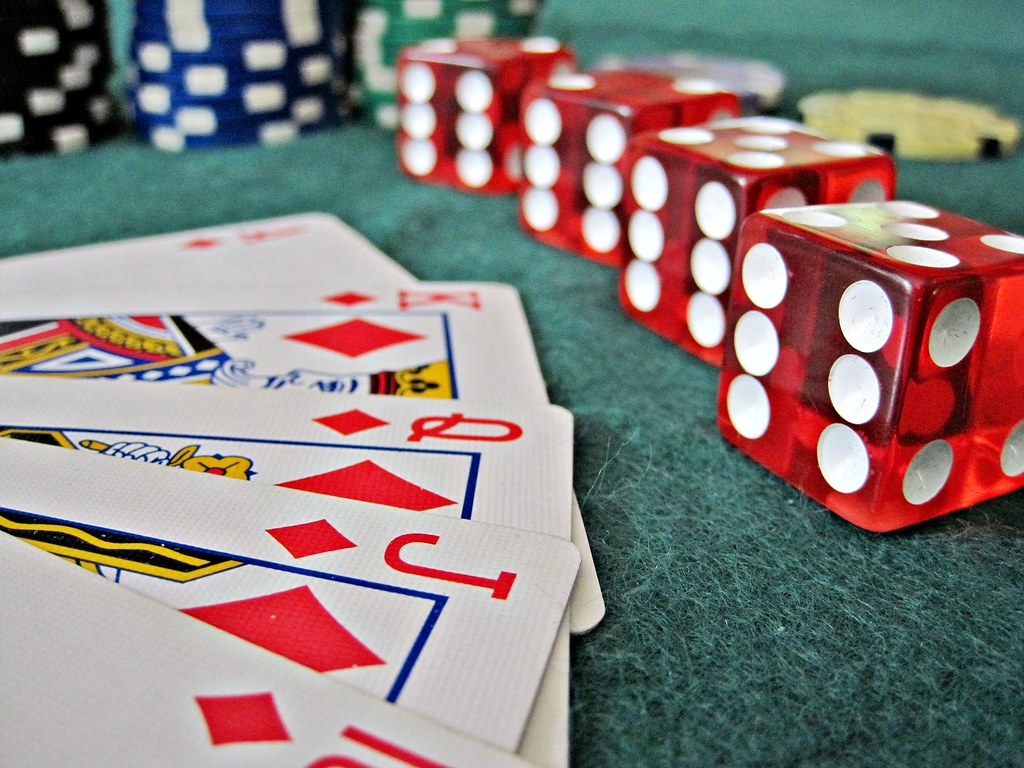The Many Benefits of Playing Online Casinos