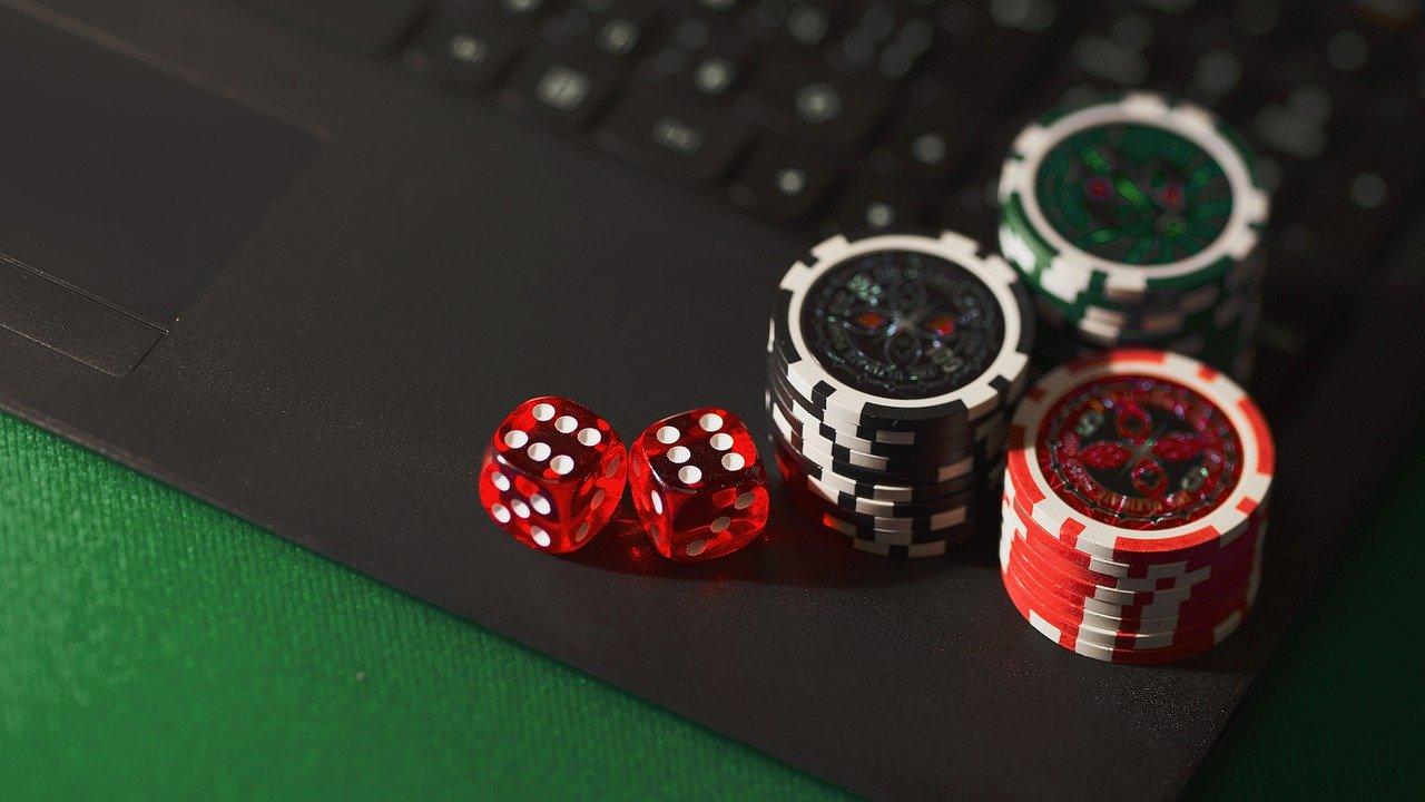 Benefits of Playing at Internet Gambling